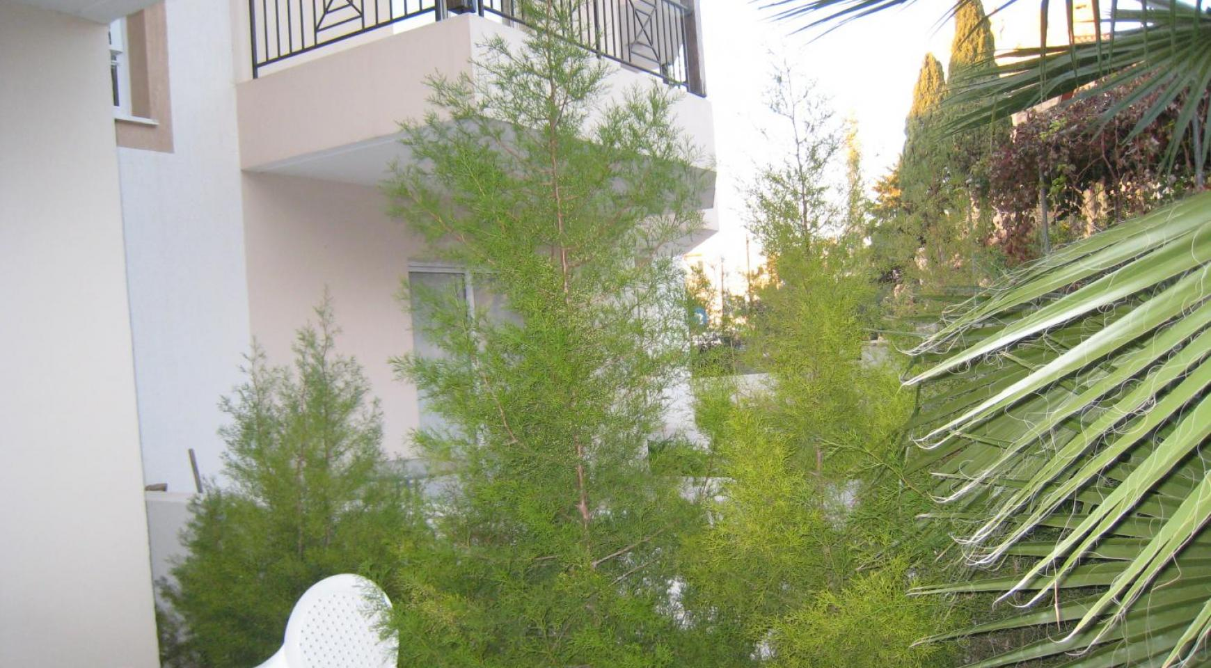 Ground Floor Apartment with Private Garden - 10