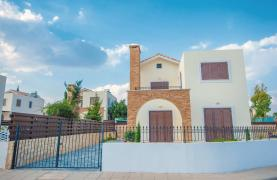 New 4 Bedroom Villa on the Seafront of Ayia Thekla - 35