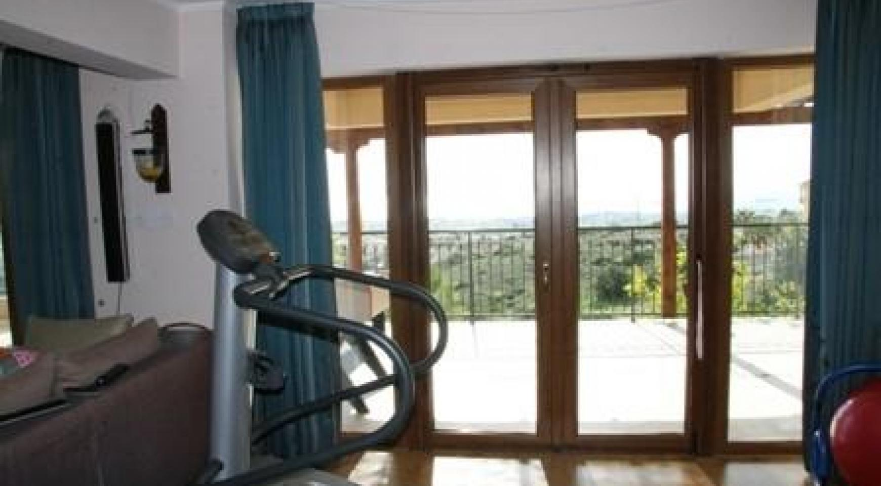 Spacious 4 Bedroom Villa with Stunning Sea and Mountain Views - 4