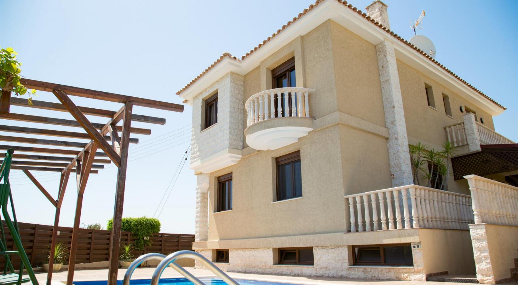Spacious 4 Bedroom Villa with Stunning Sea and Mountain Views - 1
