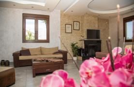 Spacious 4 Bedroom Villa with Stunning Sea and Mountain Views - 40