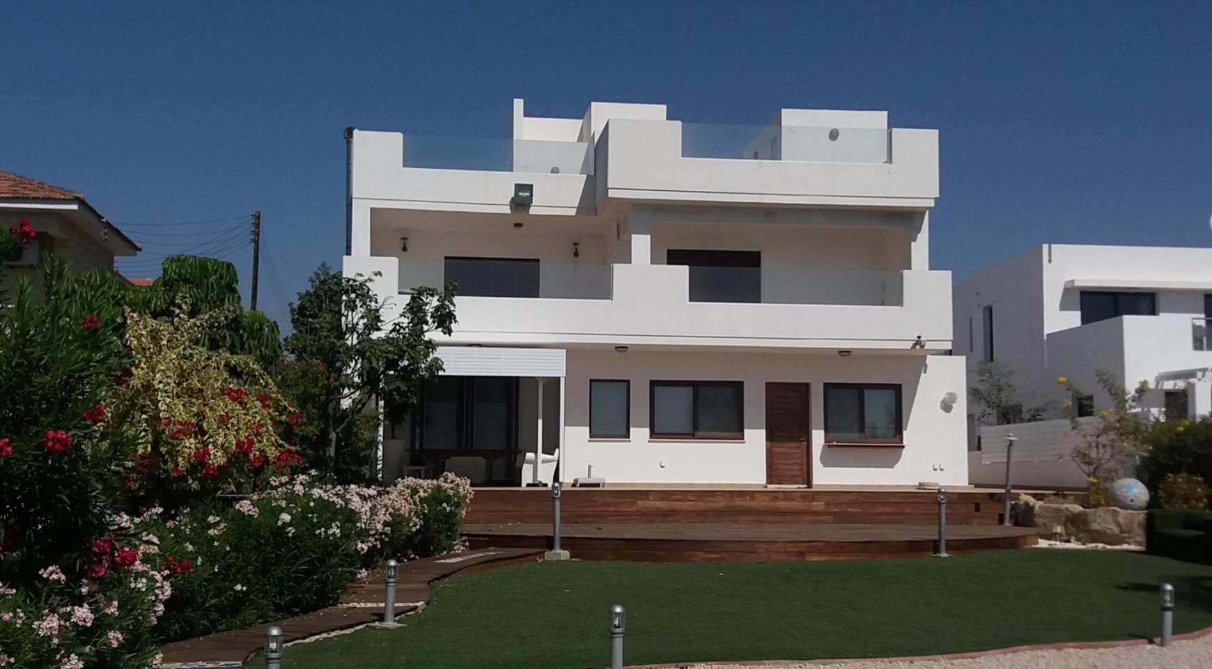 Beautiful Spacious Villa by the Sea in Zygi - 2