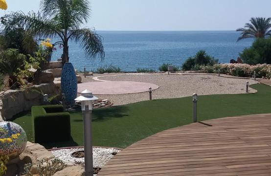 Beautiful Spacious Villa by the Sea in Zygi