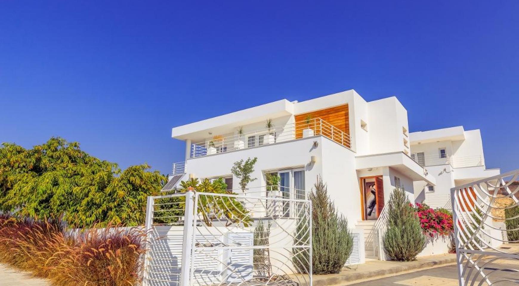 4 Bedroom Villa with Sea Views in Agios Tychonas - 4