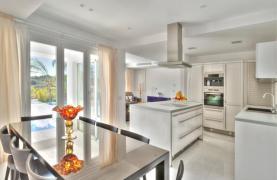 4 Bedroom Villa with Sea Views in Agios Tychonas - 19