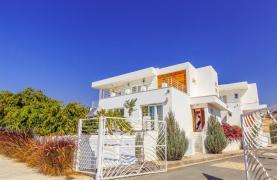 Contemporary 4 Bedroom Villa with Sea Views in Agios Tychonas - 17