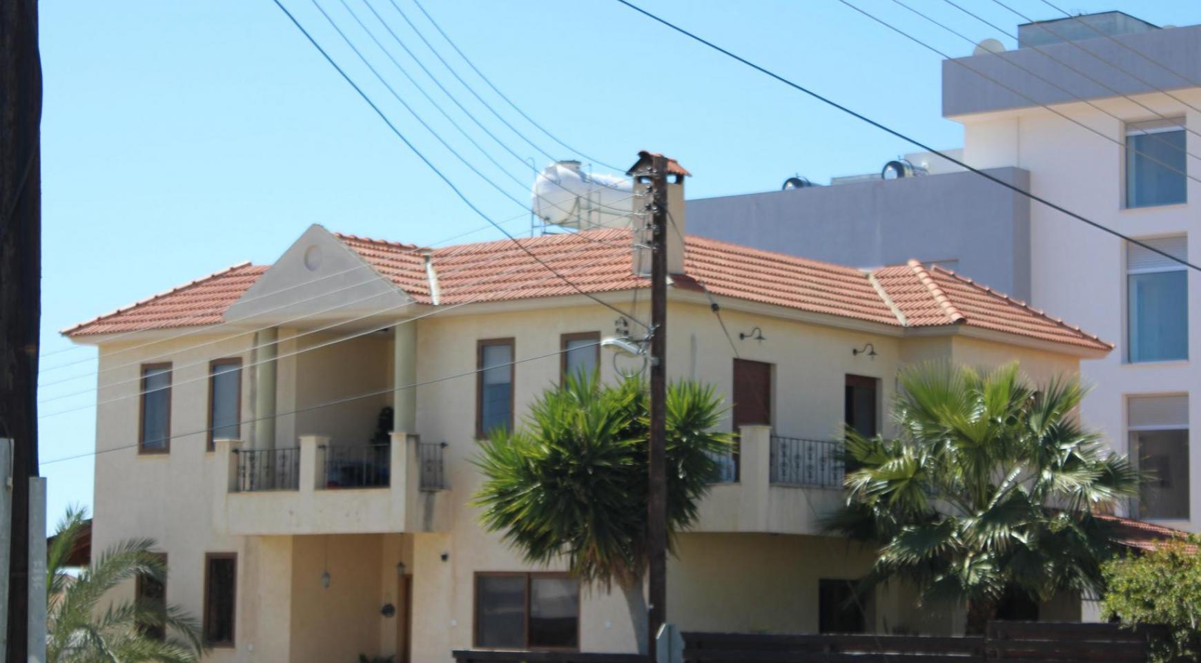 Spacious 5 Bedroom House in Agios Athanasios Area - 1