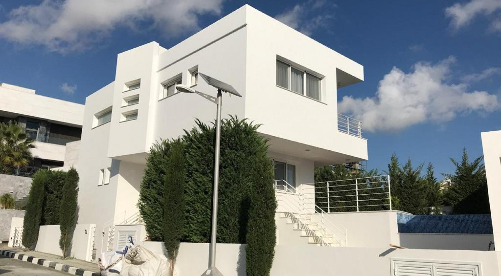 4 Bedroom Villa with Sea Views in Agios Tychonas - 2